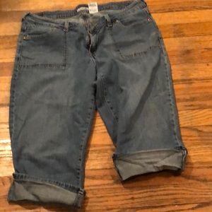 Levi's blue jean Capri